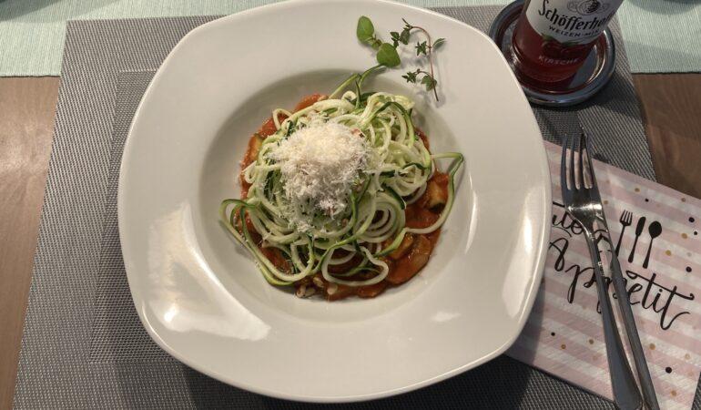 Zucchini Spaghetti in Tomatencreme (Zudeln)